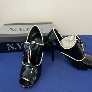 N.Y.L.A Black and White Leather Shoes